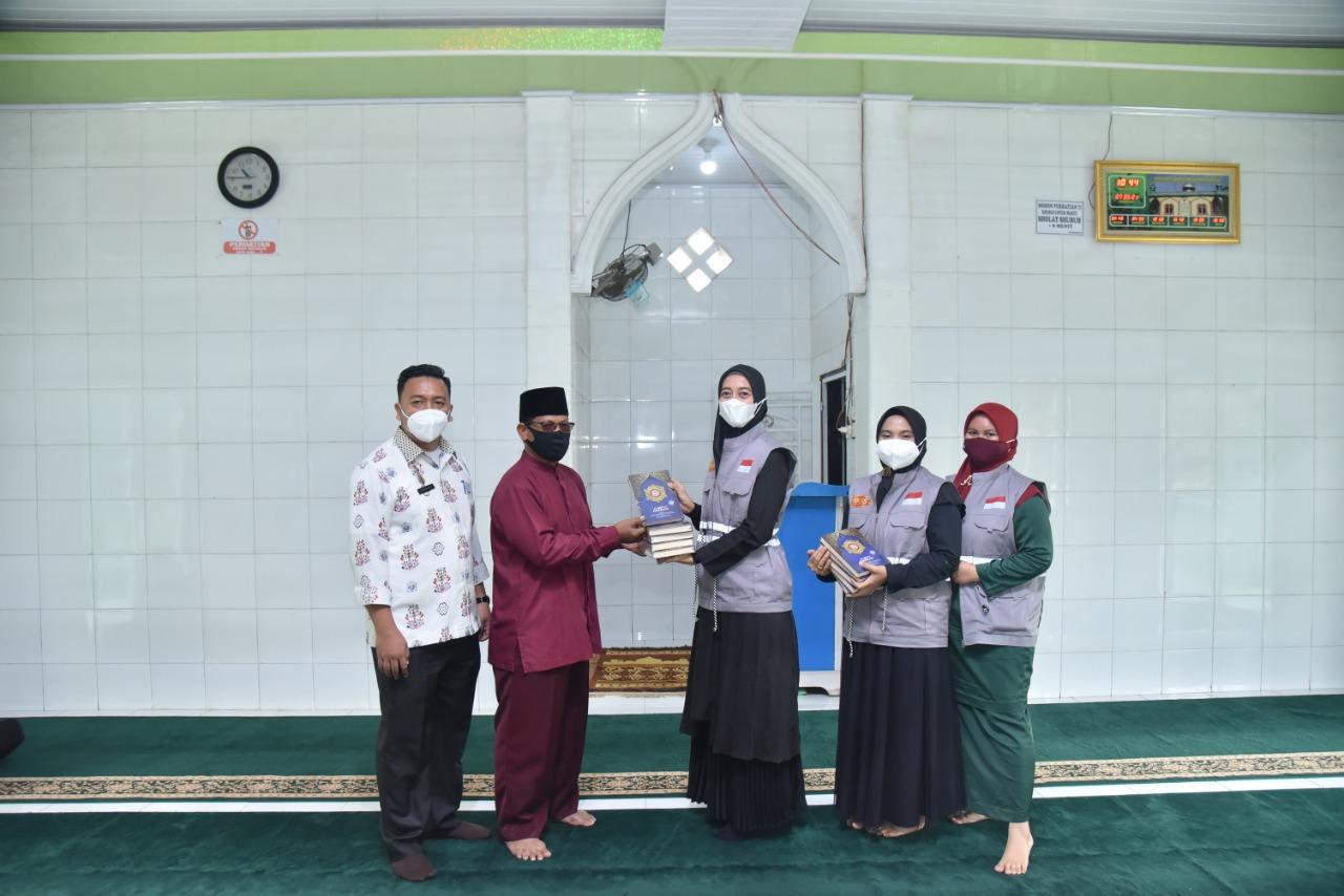 ketua-bk3s-batubara-bagikan-sembako-ke-masyarakat-dan-salurkan-bantuan-alquran-ke-masjid-dan-rumah-tahfidz